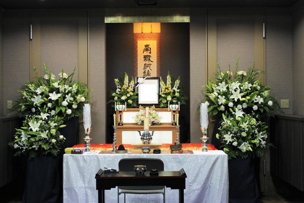 セレモニーホール心泉使用_花プラン祭壇